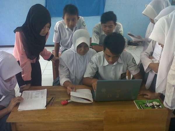 Siswa ketika belajar bersama di kelas