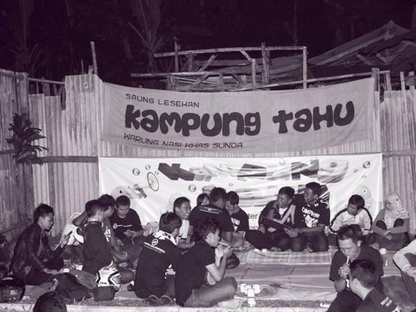 Mengadakan kegiatan/acara di Kampung Tahu