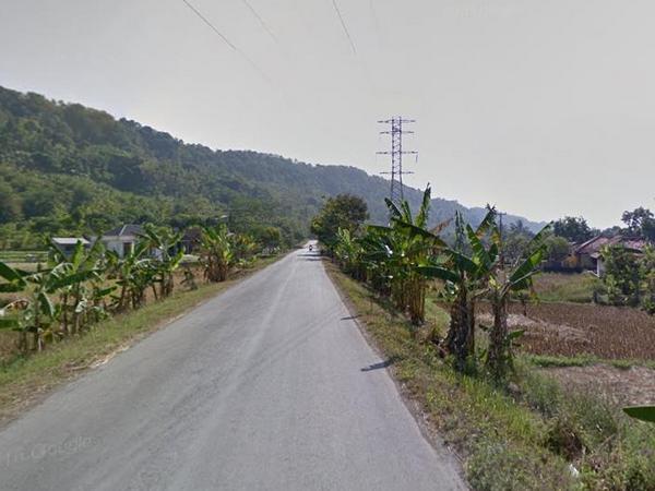 Akses jalan yang melewati Desa Mekarwangi (foto: Google Street View)
