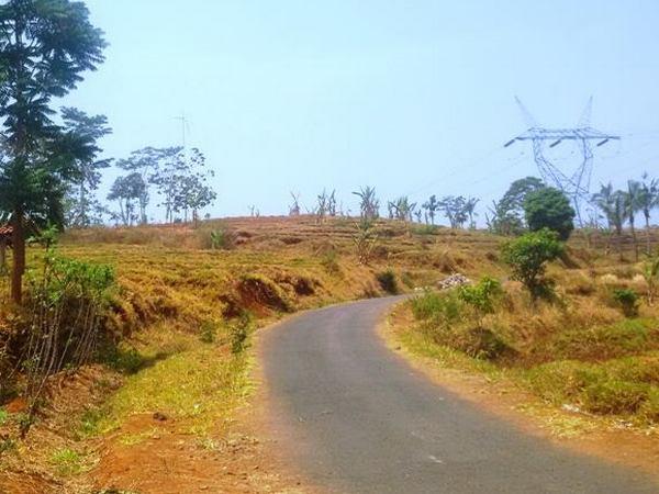 Salah satu akses jalan (foto: facebook Deddi Rustandi)