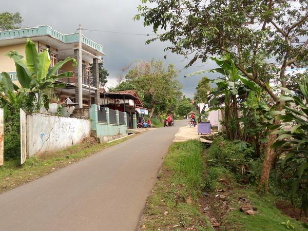 Akses jalan Sukamaju (foto: g+ Sulaiman Tungku Pizza)
