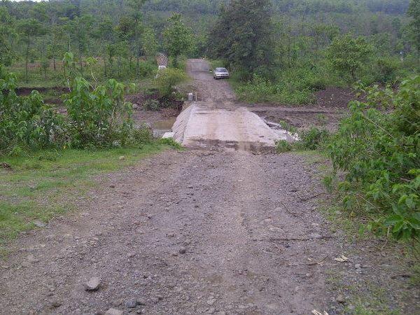 Salah satu akses jalan menuju wilayah Desa Ungkal (foto: facebook Yvc Mc Beta)