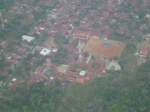 Pusat kota Kecamatan Situraja dari udara (foto oleh Sang Pribaya)
