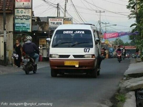 Angkutan Umum Perkotaan (Angkot) 07