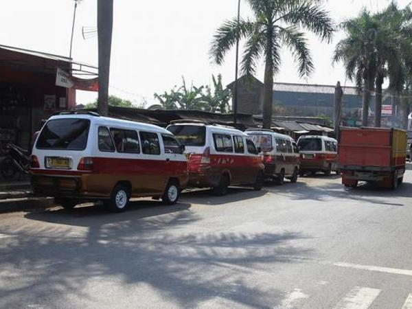 Angkot 24 Sumedang - Wado (foto: website Tribun Jabar)