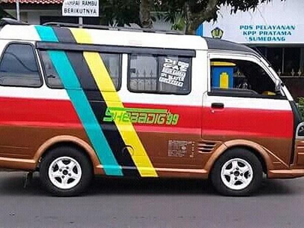 Angkot 24 Sumedang - Wado (foto: instagram @harrylegong013)
