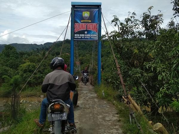 Jembatan gantung Kadu