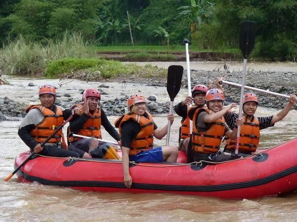 Arung jeram Cipeles (foto: Rafting Sumedang)