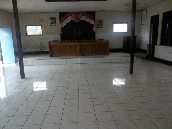 Aula Desa Pawenang  (foto: Ika Nurlistia di facebook)