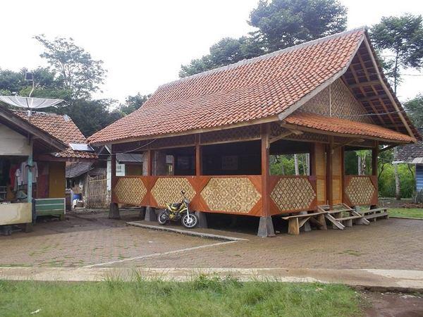 Balai pertemuan warga masyarakat Kmpung Cigumentong