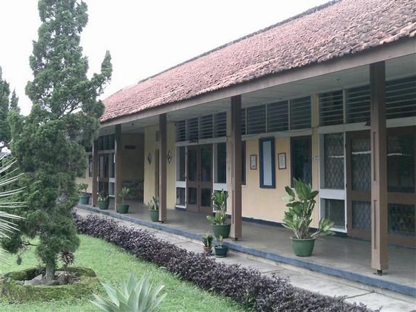 Bangunan SMA Negeri 1 Cimalaka (foto: facebook)