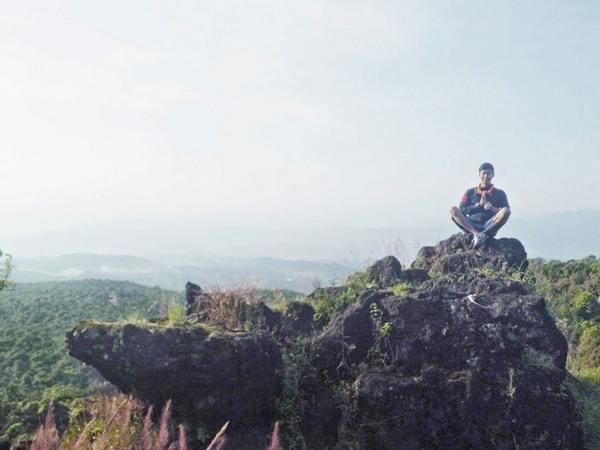 Batu di puncak Gunung Karang (foto: denimulyanasasmita.blogspot.co.id)
