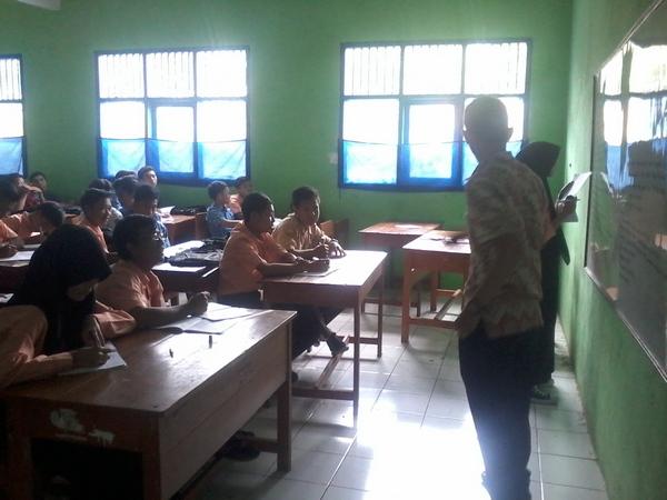 Kegiatan belajar mengajar di kelas