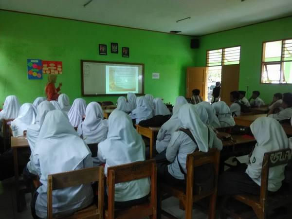 Kegiatan di kelas (foto: facebook)