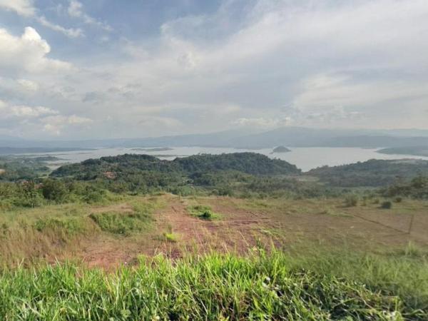 View Bendungan Jatigede dari Desa Cipicung (foto: Panoramio Andi Yulistiyo)