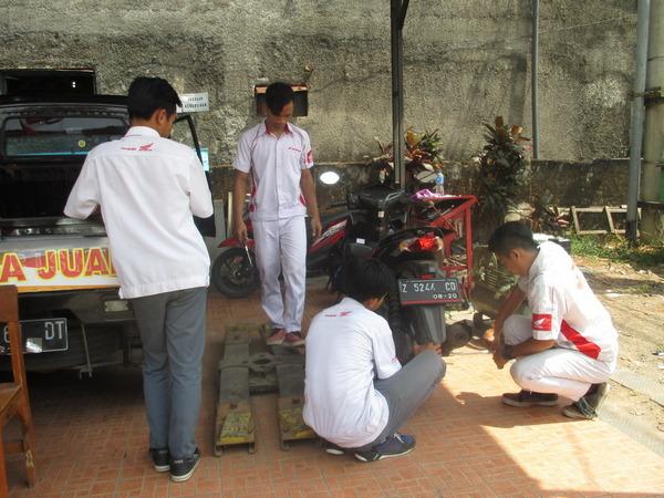 Kegiatan di bengkel SMK PGRI 2 Sumedang