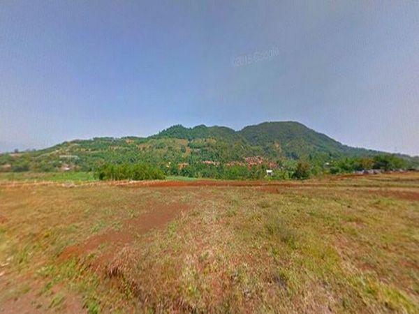 Bukit Jarian dari Perumahan Ambarsari (foto: intagram @aangucup)