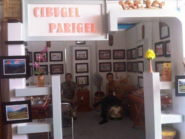 Stand Kecamatan Cibugel di arena Pameran Pembangunan Sumedang
