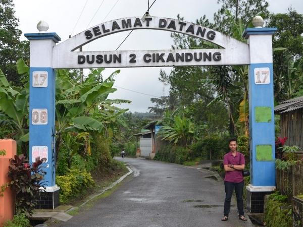 Gerbang Dusun Cikandung (foto: KKNM Unpad)