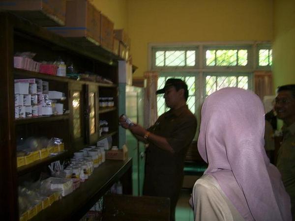 Fasilitas apotek  (foto: facebook Puskesmas Dtp Tanjungsari)
