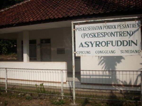Fasilitas kesehatan di Pondok Pesantren Asyrofuddin (foto: facebook)