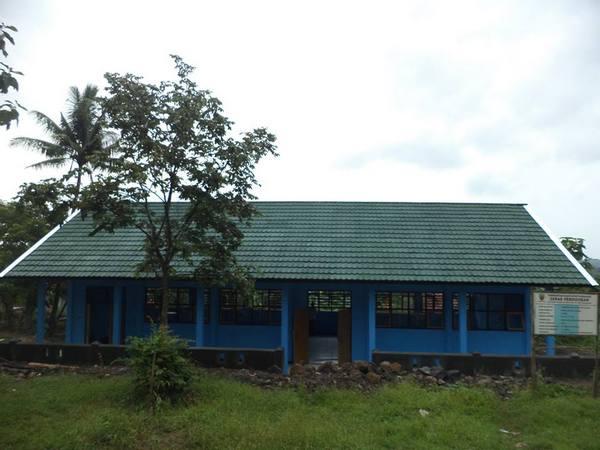 Gedung sekolah ketika pembangunan