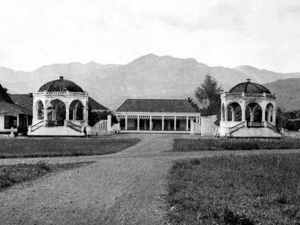 Gedung Negara di masa lalu (foto: internet)