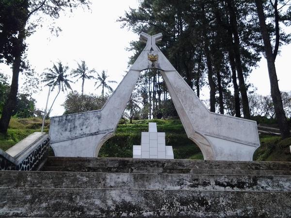 Gerbang ke Taman Makam Pahlawan