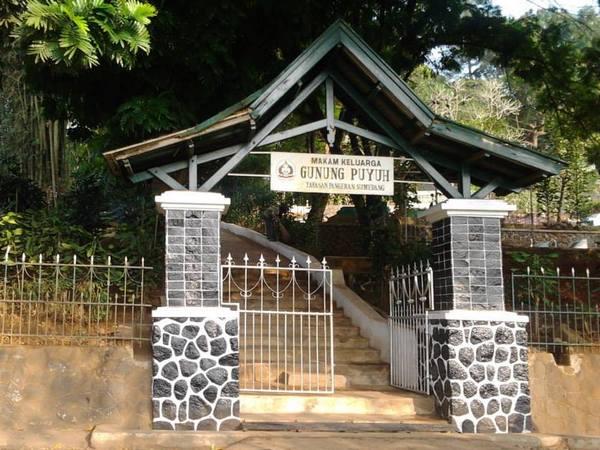 Gerbang Gunung Puyuh