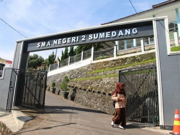 Gerbang SMA Negeri 2 Sumedang (foto: internet)