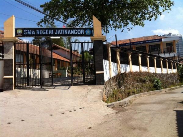 Gerbang SMA Negeri Jatinangor (foto: SMAN Jatinangor)