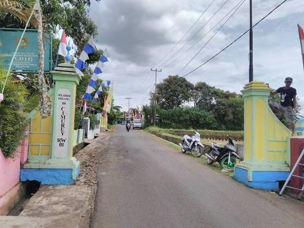 Gerbang Desa (foto: facebook Desa Mekarmulya)
