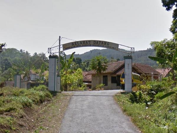 Gerbang Desa Padasari (foto: Google Street View)