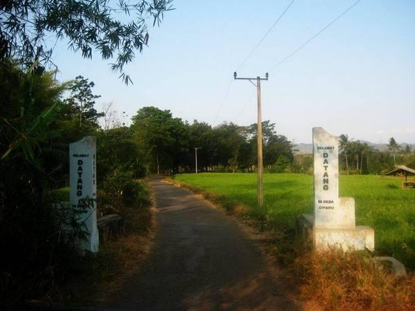 Gerbang masuk wilayah Desa Cipaku (foto: Save Jatigede)