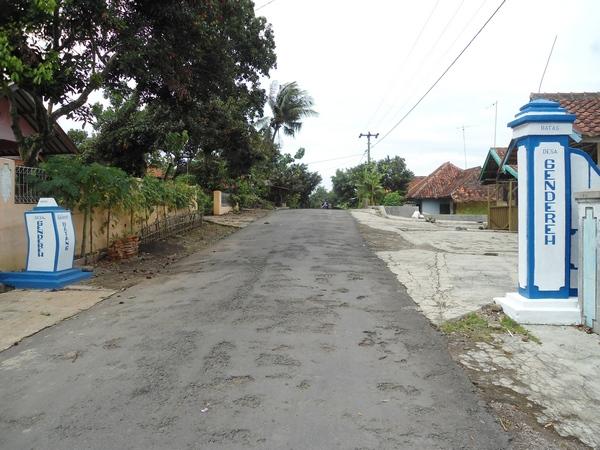 Gerbang masuk Desa Gendereh (foto oleh KKNM unpad 2012)