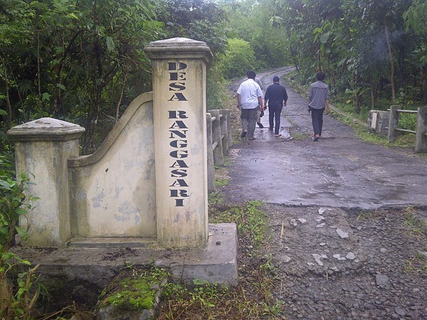 Gerbang masuk Desa Ranggasari (foto: KKNM Unpad Ranggasari)