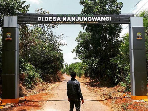 Gerbang Desa Nanjungwangi (foto: instagram @budyyprasetyo)