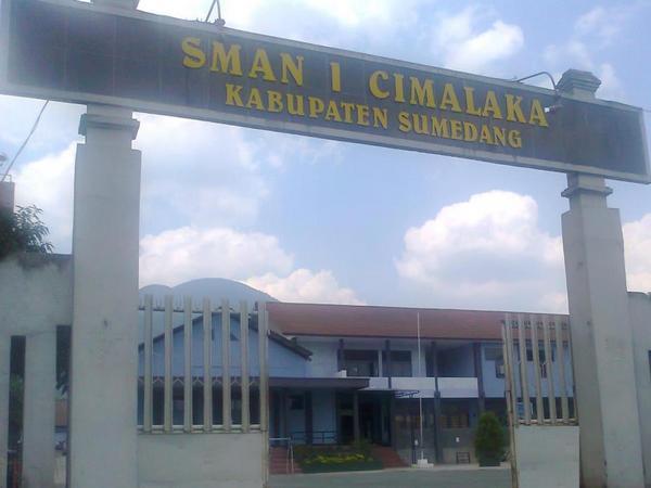 Gerbang masuk SMA Negeri 1 CImalaka