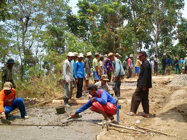 Gotong royong warga Desa Kadu (foto: PNPM Sumedang)