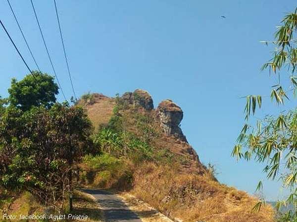 Gunung Bongkok dari Kampung Sukarasa