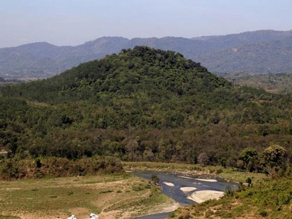 Gunung Surian dilihat dari bendungan Jatigede sebelum penggenangan (foto: Kabuyutan Sunda)