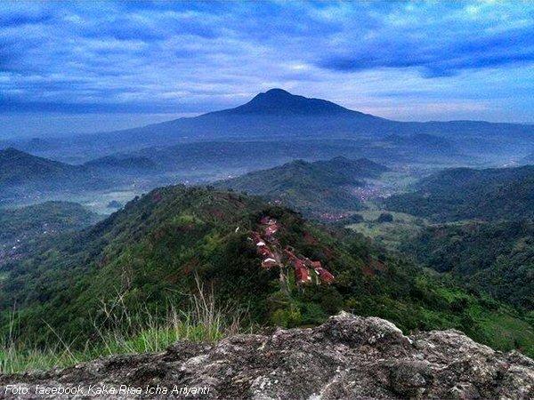 Gunung Tampomas dari Gunung Bongkok