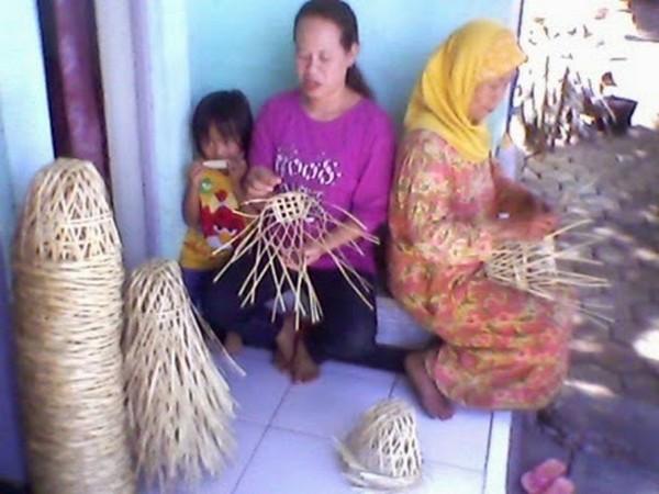 Industri kecil pembuatan Bongsang (foto: internet)