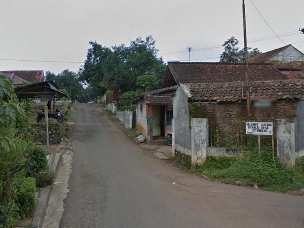 Pertigaan Warungketang menuju kantor Desa Jatimekar (foto: Google Street View)
