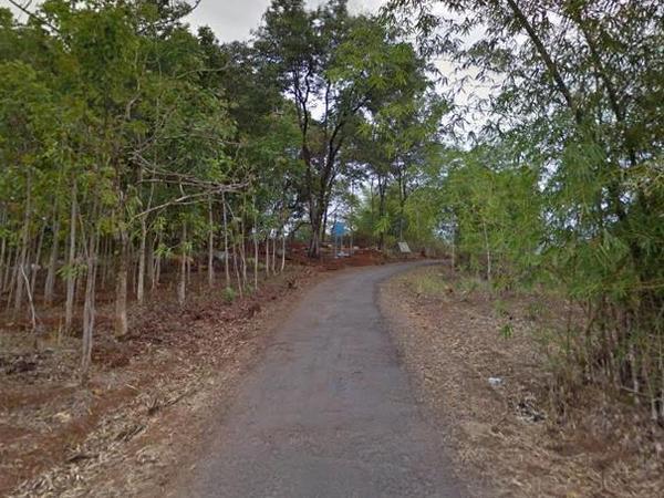 Jalan yang melewati Situs Nangkod (foto: Google Street View)