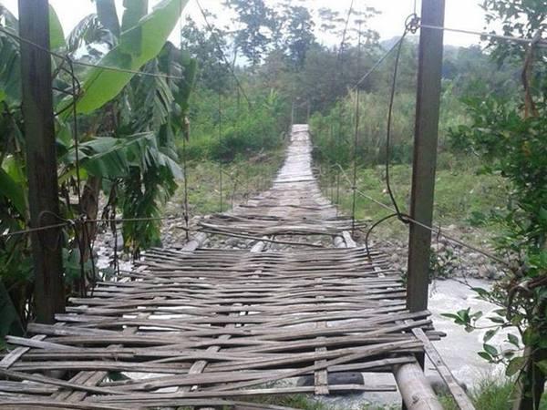Jembatan gantung Rawayan