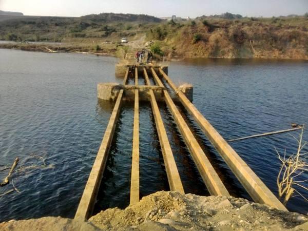 Jembatan Cinambo mulai tenggelam oleh air bendungan Jatigede (foto: facebook Neng Rika)