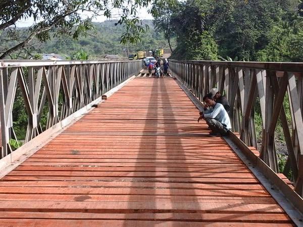 Jembatan Cinambo diperbaiki untuk akses angkutan kayu tebangan (foto: facebook Mochamad Dradjat)
