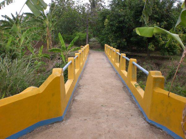 Jembatan dibiayai LPM PPR (foto: Tatang Kostaman)