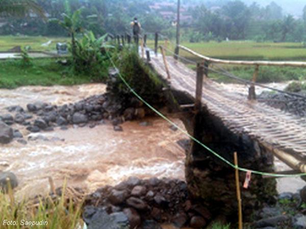 Jembatan Sagaramanik dari bambu